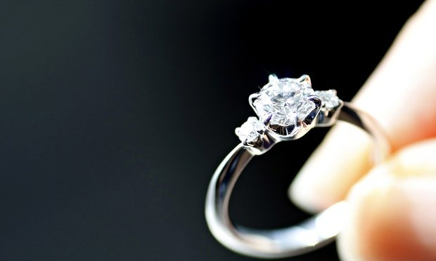 Engagement rings with Moissanite
